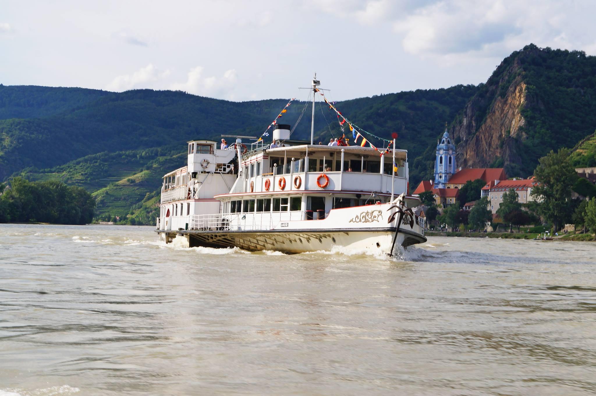 Magična noć na Dunavu: Bal na vodi uz raznovrsnu muziku i dobru hranu