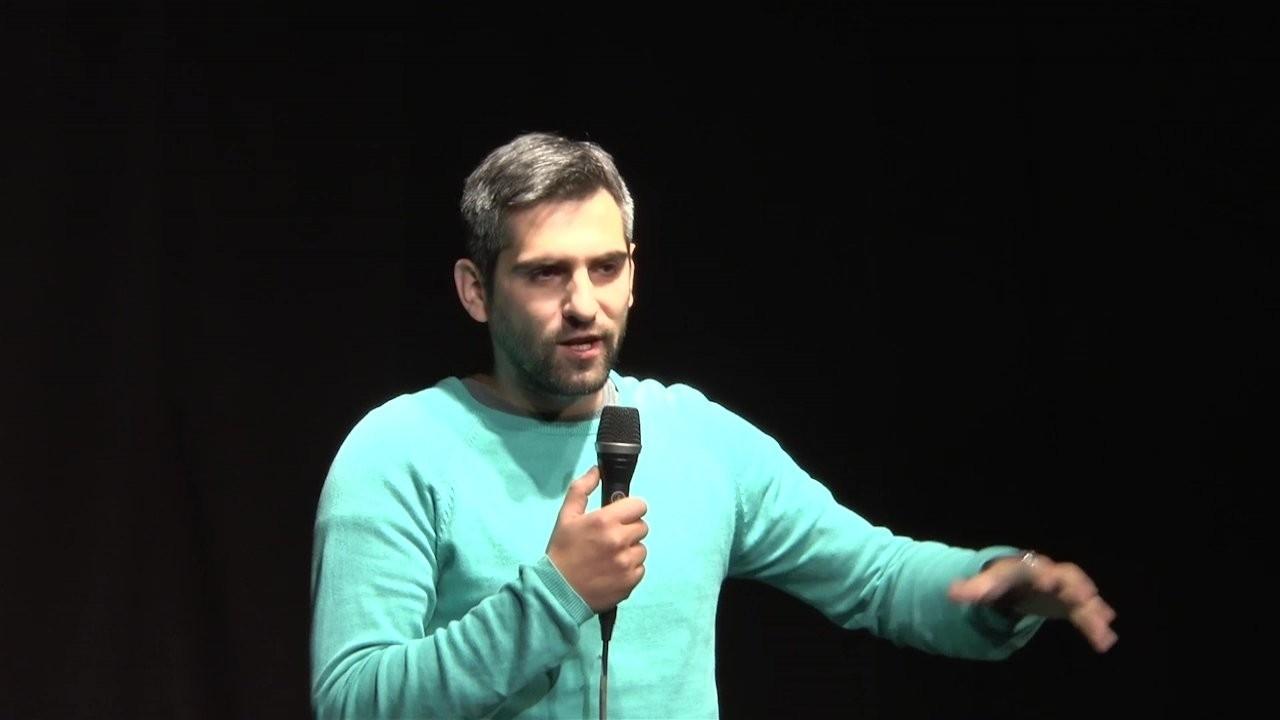 "Neša Bridžis i stand up komedija ""Život"" u Akzent teatru"